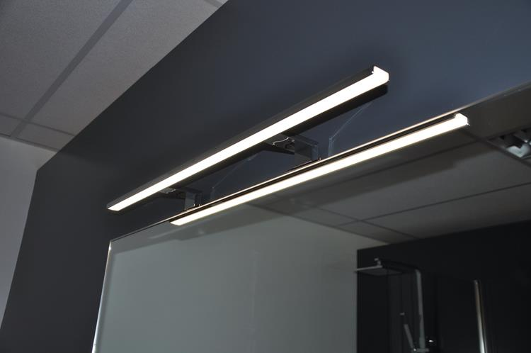 https://cdn.nextchapter-ecommerce.com/Public/Products/xlarge/511699-84216-wiesbaden-spiegellamp-led-80-cm-10.jpg