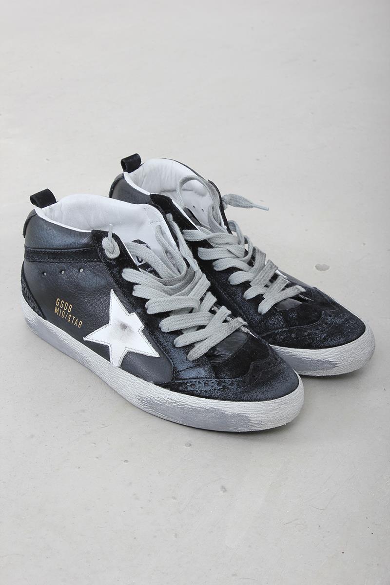 4e310ea4572af Golden Goose sneaker midstar black leather white star. Zoom