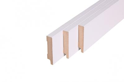 Rechte muurplint, MDF, R2 wit gegrond FSC (18 x199 mm. Lengte: 244 cm)